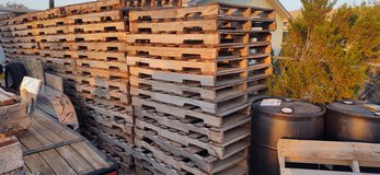 91 Wooden pallets in Alamogordo, New Mexico
