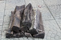 Firewood small bundle of seasoned oak or maple in Naperville, Illinois