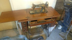 1890 singer sewing machine in Tinley Park, Illinois
