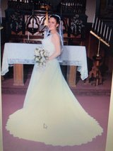 Size 12 Wedding Dress and Veil in Vacaville, California