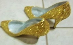 New Women's gold high heel shoes by Mandarin Royale size 7 in Alamogordo, New Mexico