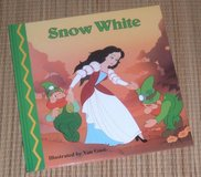 Snow White Magical World of Fairy Tales Small Hard Cover Book in Joliet, Illinois