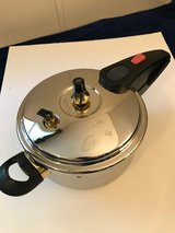 New 3.5 quart Pressure Cooker in Cleveland, Texas