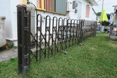 15' L accordion aluminium driveway fence in Okinawa, Japan