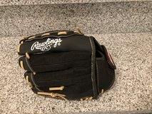 Rawlings Right Handed Baseball Glove in Ramstein, Germany