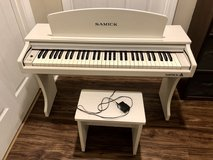 Kids white electric piano in Warner Robins, Georgia