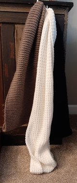 3 chunky knit scarfs all for $5 in Morris, Illinois