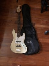 (MOVING SALE) bass guitar 4 strings((NEW) in Okinawa, Japan