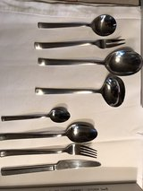 silverware for 12 plus serving utensils in Heidelberg, GE