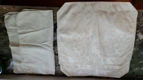 4 Cream Placemats and 2 Napkins in Plainfield, Illinois