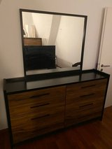 Moving sale - Queen sized bedroom set #2 in Stuttgart, GE