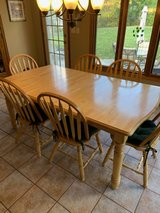 Kitchen table and chairs in Orland Park, Illinois