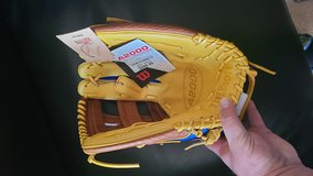 NWT A2000 Gurriel 12.75 RHT in St. Charles, Illinois