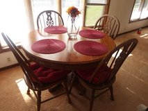 Dinning Room Table in Elgin, Illinois