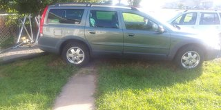 This 2002 Volvo Xc 70 makes a good family car, this car starts, but not drive will need to be to... in Hopkinsville, Kentucky