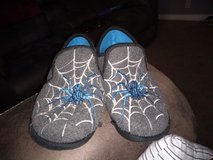 Boys XL (4/5) slippers in Clarksville, Tennessee