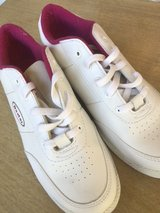 LN Women's Bowling Shoes 8 1/2 M in St. Charles, Illinois