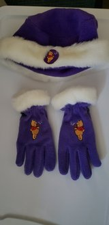 Pooh Bear Hat and Gloves Like New Fits 5 - 7 Years in Batavia, Illinois