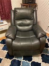 Lift chair Recliner in Wilmington, North Carolina