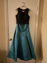2 Piece Prom Dress (SIZE 10) in Fort Campbell, Kentucky