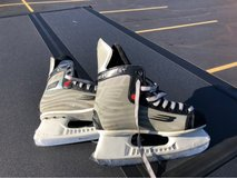 Bauer SFL Vapor skates (youth Size 4D) in Sugar Grove, Illinois