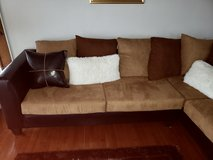Clean and comfy sofa in Orland Park, Illinois