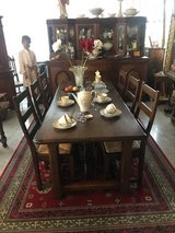 solid oak dining room set with 6 sturdy chairs in Stuttgart, GE