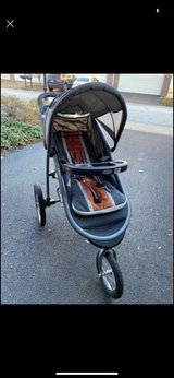 Graco Click and Connect Stroller in St. Charles, Illinois