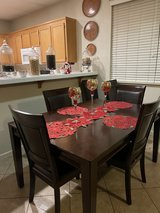 Dinette set Dinner table + 4 chairs +extension in Travis AFB, California