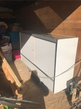6 foot display case good condition with corner piece in 29 Palms, California