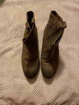 Kenneth Cole 8 M Gray Boots in Fort Belvoir, Virginia