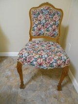 Vintage Armless Carved claw foot & rose Vanity Chair Floral Garden Tapestry in Alamogordo, New Mexico