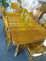 Antique Looking Oak Dining Table, 6 Chairs, 2 Leaves in Batavia, Illinois
