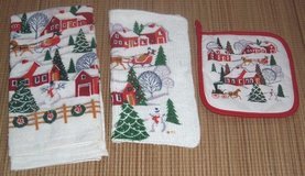 NEW Christmas 3-Piece Hand Towel Wash Cloth and Pot Golder Set in Chicago, Illinois