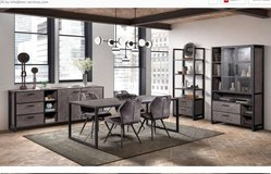 United Furniture - Imperial Dining Set -  China - Table - 4 Chairs including delivery in Stuttgart, GE