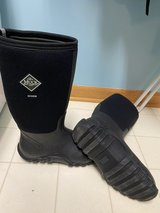 Men's Muck Boots Size 8 in Naperville, Illinois