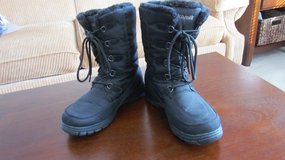 Snow Boots with Laces in Oswego, Illinois