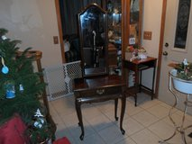Entrance Way Table and Mirror in Oswego, Illinois