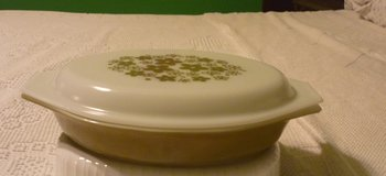 VINTAGE PYREX SPRING BLOSSOMS 1 QT DIVIDED CASSEROLE W LID in Bartlett, Illinois