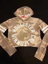 Hollister crop camo tee w/hood in Naperville, Illinois