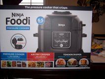 Ninja 6.5 qt air fryer/pressure cooker in Fort Campbell, Kentucky