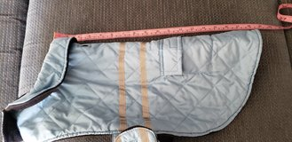 Winter Dog Coat Medium Excellent Condition approx 25 - 30 pounds in Glendale Heights, Illinois