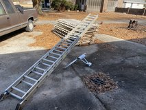 32 foot aluminum extension ladder with stabilizer in Warner Robins, Georgia