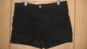 H&M Divided Black Shorts (T=43) in Fort Campbell, Kentucky