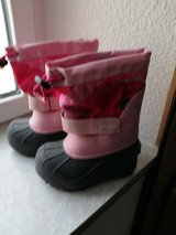 Columbia winter girls boot size 11 in Spangdahlem, Germany