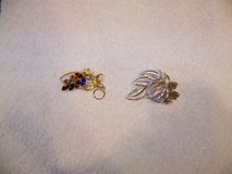 2 Vintage Pins Brooch $5 each in Chicago, Illinois