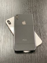 BLACK AND SILVER iPhone XS Max 64GB Factory Unlocked in Sacramento, California