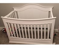 Davinci baby/toddler/full size bed with mattress in Warner Robins, Georgia