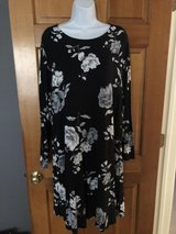 New Old Navy Gray/Black Floral Dress - 2X in Wheaton, Illinois