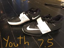 Nike flywire youth 7.5 shoes in Naperville, Illinois